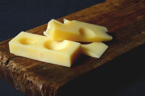 Sýr ementál ze Švýcarska