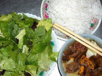 Bún chả: pokrm, který se ve vietnamských bistrech těší stále větší oblibě
