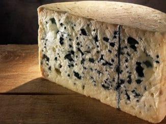 Roquefort: kvalitní plísňový sýr, který je u nás často zaměňován za Nivu