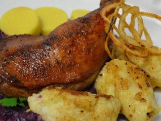 Podzimní tradice našich předků: pečené brambory, dušičkové koláče anebo svatomartinská husa