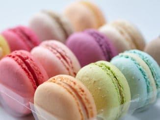 Makronky: francouzský jarní dezert, který ozdobí velikonoční tabuli