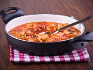 Halászlé: kultovní rybí polévka pro milovníky kempování