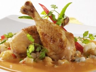 České kuře na paprice pochází z Maďarska. Jíst se má se specifickou přílohou