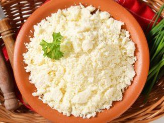Brynza: ovčí sýr s vysokým obsahem laktobakterií i vápníku