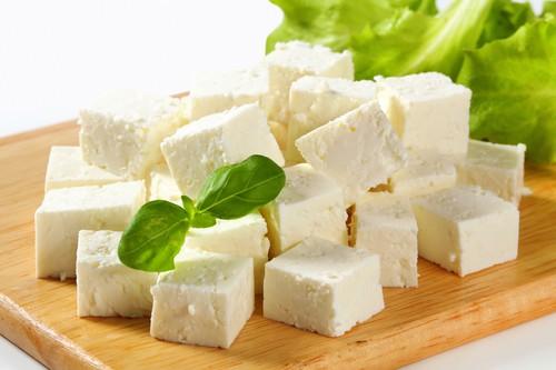 Sýr feta se dosti liší od balkánského sýra. Může vám pomoci dostat se do formy