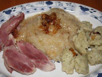 Chlupaté knedlíky: tradiční příloha, jíž si lze připravit netradičně. Třeba s cuketou