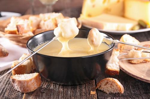 Fondue: netradiční jídlo, které si připravuje každý sám podle chuti