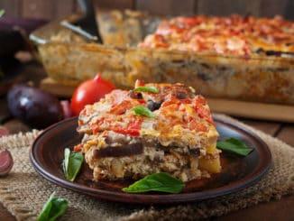 Musaka: zdravý pokrm, který si lze připravit i s vejcem či kozím sýrem