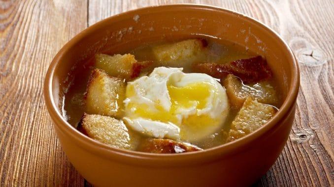 Sopa de ajo: vynikající španělská česnečka, kterou si lze připravit i u nás