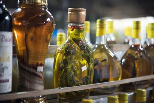 Hadí víno: bizarní nápoj z jedovatých hadů, který údajně může pomoci s impotencí