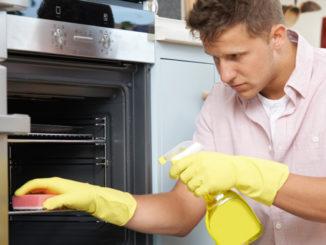 Víte, jak často čistit troubu? Tento prostředek byste neměli nikdy používat