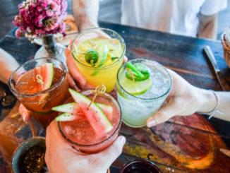 Namíchejte si ty nejlepší koktejly na léto u vás doma