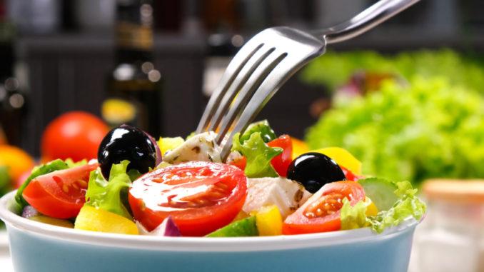 Středomořská dieta: Dopřejte si skleničku i sladkosti a zhubněte. Má to ale jeden háček