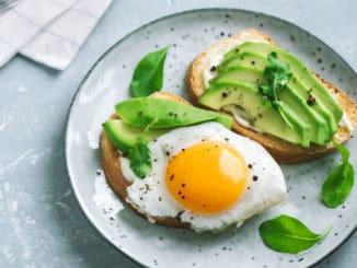 Vyhněte se chybám, které při snídani děláte. Získáte více energie a budete produktivnější