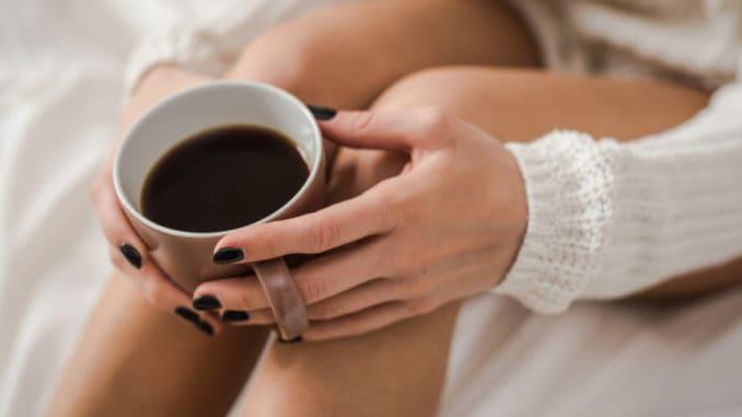 Kávu na lačný žaludek raději nepijte. Vědci prozradili, jak může vašemu tělu ublížit