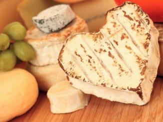 Milovníci sýrů, pozor. Pokud ho konzumujete každý den, mohou vás potkat problémy