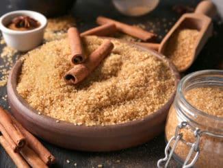 Zdravější sladké potěšení: Jak vyrobit hnědý cukr z bílého? I doma to jde snadno a rychle